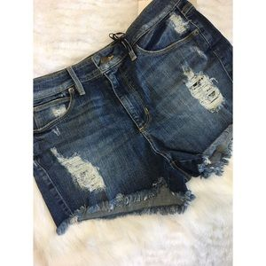 NWT GUESS High Waisted Distressed Jean Shorts 30
